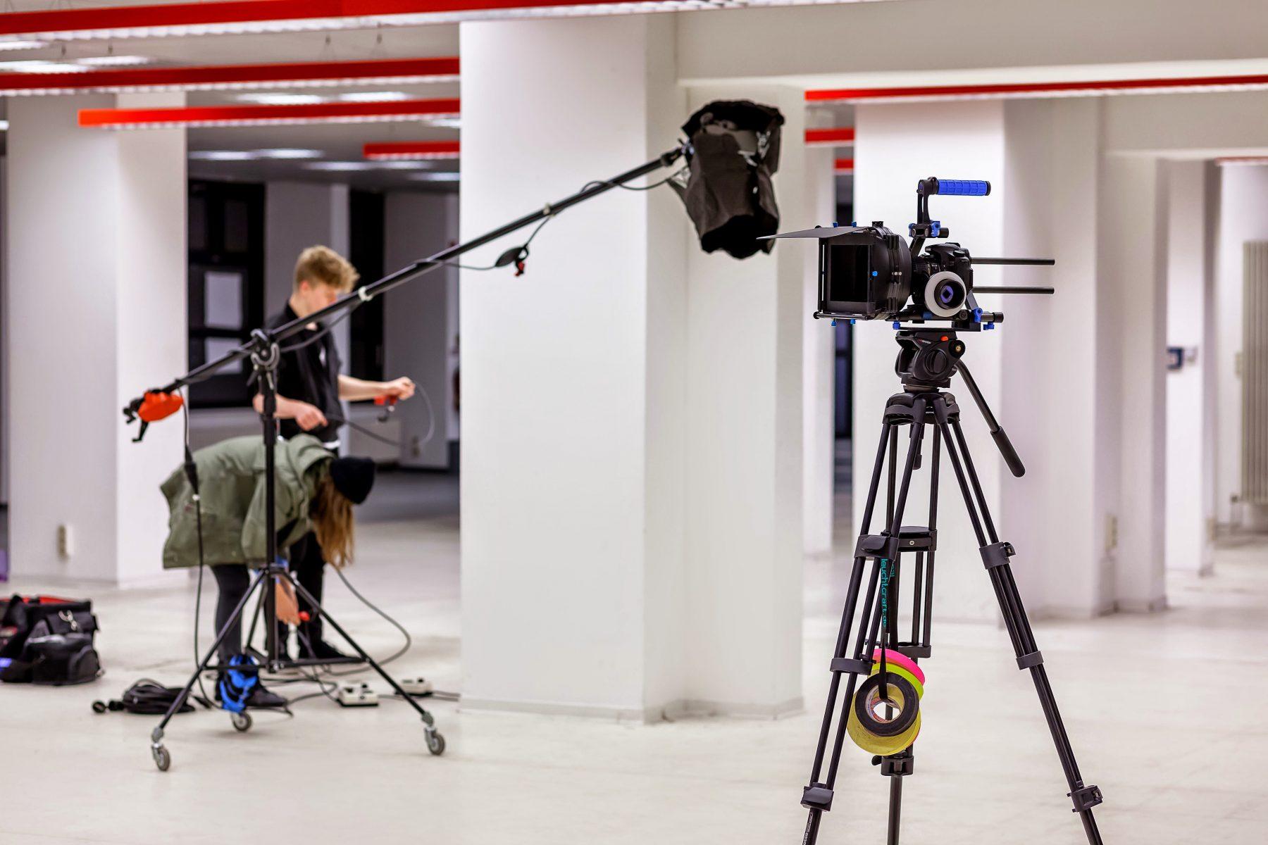 Foto mit Kamera und Licht vom Set